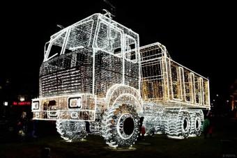 Ez a karácsonyi teherautó kiégetheti a retinádat