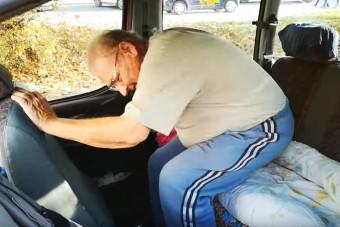 Megindító történet került elő egy magyar bácsiról, aki egy éve az autójában él az utcán