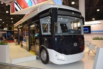Elektromos busz, mely maga után húzza az akkumulátorait