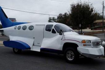 Itt egy repülő autó másképpen