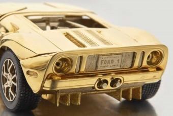 Eszement ára van ennek az arany Ford GT modellnek