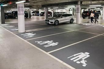 Be mernél ide parkolni?