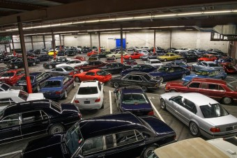 Elképesztő autógyűjtemény kerül kalapács alá