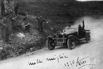 Enzo Ferrari istállójánál futott az olasz politikus Alfája