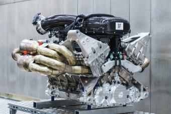 11 ezret forog az Aston Martin új V12-es motorja!