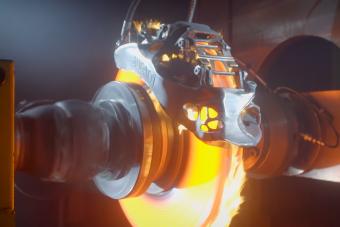 Hihetetlen kínzást kell kibírnia a Bugatti fékjeinek – videó
