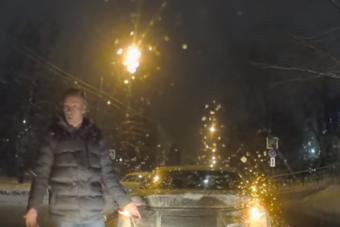 Nem tetszett az ötvenes tempó a havas úton, fékkel büntetett a mazdás