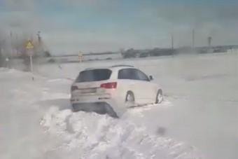 Végleges bizonyíték, hogy egy mai SUV nem sokat ér egy igazi terepjáróval szemben