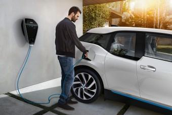 Elektromos autó töltése otthon: lehet bírni energiával?