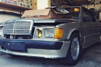 A roncstelepről mentették meg ezt a ritka Mercedes-t