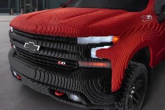 Életnagyságú kisteherautót építettek LEGO-ból