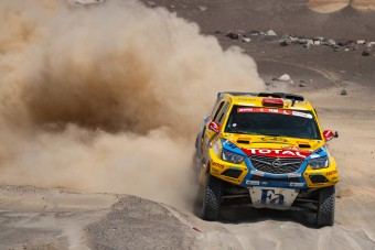 Szalayék az első húszban a Dakaron