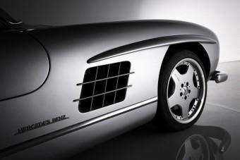 Meglepő technika lapul ebben a sirályszárnyas Mercedesben