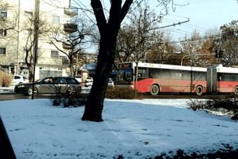 Hihetetlen, de egy Audi húzta el a trolit Budapesten