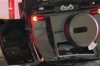 Harmadik emeletről zuhant ki egy autó