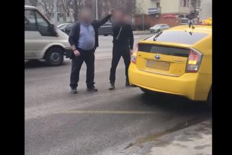 Pofozkodással ért véget a buszsofőr és a taxis balhéja Budapesten