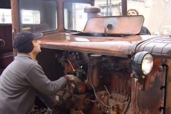 Már közel négymilliós nézettségnél jár ez a magyar traktorindítás