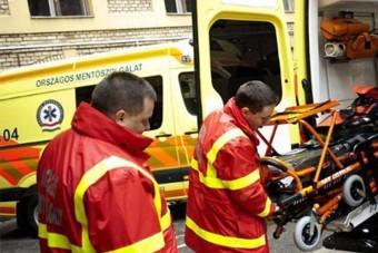 Rögvest kirúgták a magyar buszsofőrt, aki az épp újraélesztő mentősökkel ordibált