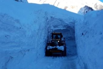 Több települést elzárt a hó, az oroszok így oldják meg a helyzetet
