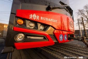 Ilyen tűzpiros Solarisszal gazdagodott Budapest