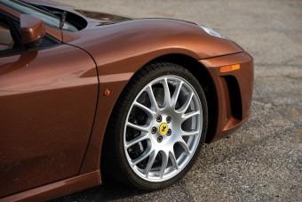 Nem piros, de attól ez még egy Ferrari!
