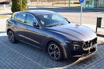 Luxusautókat fogott a magyar rendőrség