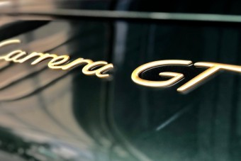 Retrós stílusban építette újjá a Porsche ezt a Carrera GT-t