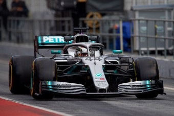 F1: Hamiltonnak meggyűlt a baja a gumikkal