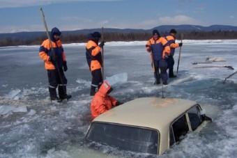 Úgy hajtanak bele az oroszok a Bajkál-tóba, mintha fizetnének érte