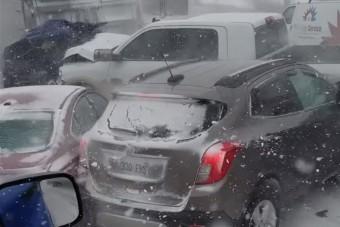 47 jármű ütközött a jeges amerikai autópályán