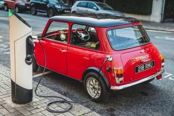 Felvillanyozták a klasszikus Minit és ezzel megszületett a tökéletes városi kisautó