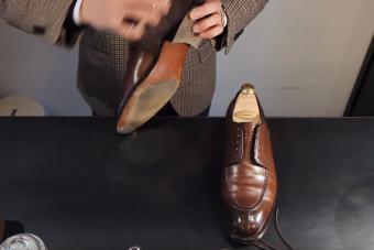 Most megnézheted, hogy dolgozik egy nemzeti bajnok cipőpucoló