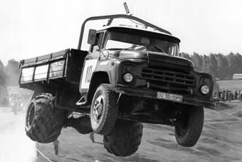 Ezért volt kék-fehér a legendás ZIL teherautó