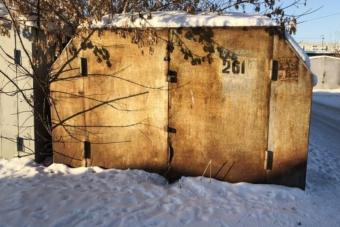 25 éve érintetlenül álló veteránt húztak ki egy elhagyott garázsból