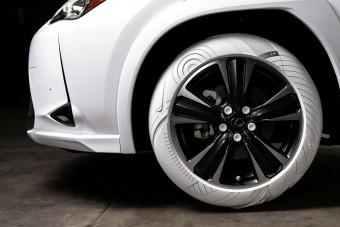 Cipőtalpakon gurul a Lexus