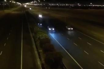 Halálforgást mutatott be egy BMW az autópályán