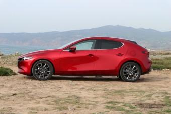 Új Mazda3: vagy izgalmas, vagy családi