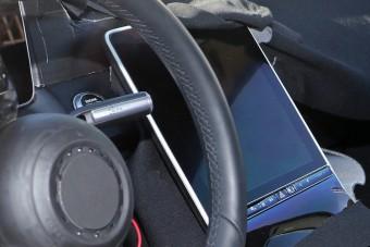 Gigantikus képernyőket kap a Mercedes zászlóshajója