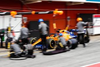 F1: Tűz volt a McLaren-garázsban