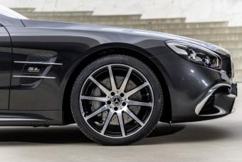 Szmokingba bújt a Mercedes luxusroadstere