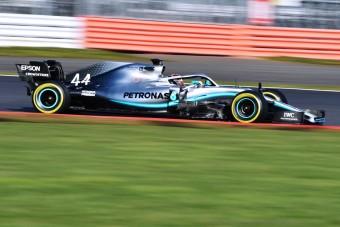 Videó: Így döngettek Hamiltonék Silverstone-ban