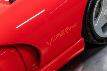 Valódi időkapszula ez a közel 30 éves Dodge Viper