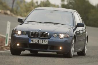 Sírjunk együtt: eltűnik a BMW hátsókerekes kompaktja