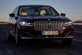 Erősebb, takarékosabb a BMW 7 konnektoros hibrid