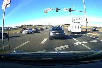 A sofőr volt gyors, vagy a Tesla tud valamit?