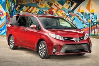 A Toyota új kisbuszához már sofőr sem kell