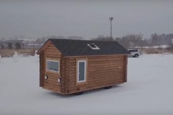 Na és UAZ-ból épített guruló házat láttál már?