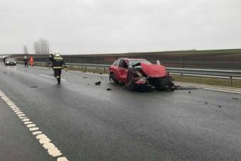 Baleset az M6-os autópályán, ketten megsérültek