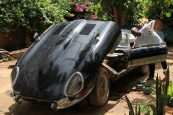 Túlélte a mindennapi használatot Afrikában ez a Jaguar