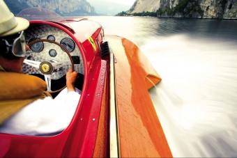 Ez a Ferrari a vízen jár
